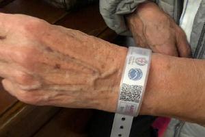 Braccialetto salvavita per gli anziani
