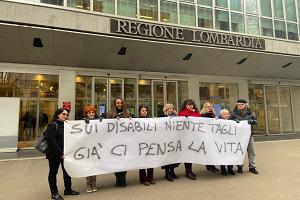 Tagli sui disabili protesta sotto la Regione