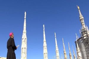 Delpini prega la Madonnina perché interceda per i milanesi