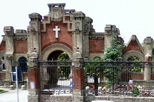 Riaprono i cimiteri cittadini