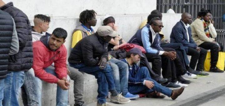 profughi per strada
