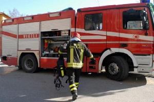 pompieri via aquila Incendio in caseggiato Aler, due feriti