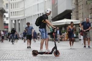 De Corato (FdI): proposta di legge per obbligo casco sui monopattini Salgono a 6.000 i monopattini in sharing Monopattini in sharing bloccati dal TAR monopattini