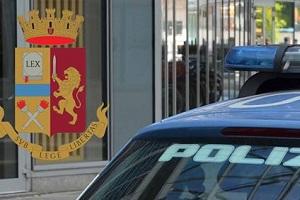 arrestato sotto casa della madre polizia