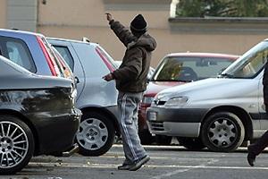 Parcheggiatore abusivo arrestato per tentata estorsione