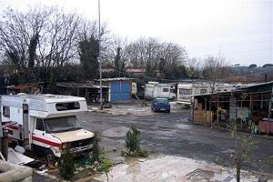 Rapinano bancomat e fuggono ne campo rom di Muggiano. Sardone: chiuderlo subito Blitz dei Carabinieri in via Martirano