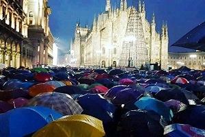Manifestazione delle sardine in Piazza Duomo