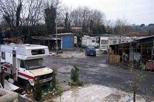 Perquisizioni e arresti nei campi rom di via Martirano e via della Chiesa Rossa