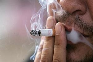 Sala vieterà di fumare all'aperto