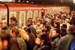 Mascaretti (FdI): sospendere aree B e C per ridurre i passeggeri sui mezzi