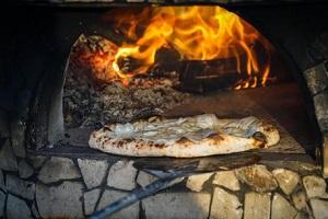 La pizzeria Da Michele chiusa per mafia
