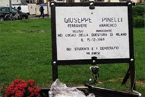 De Corato: rimuovere la targa abusiva per Pinelli