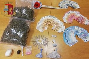 Operatori ecologici gestivano market della droga