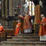 Monsignor Delpini consegna il mandato ai catechisti Delpini: trovate la gioia nella normalità