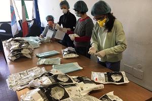 Mille kit contenenti mascherine e guanti per i rider