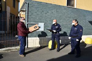 La Polizia Locale, consegna pc agli studenti
