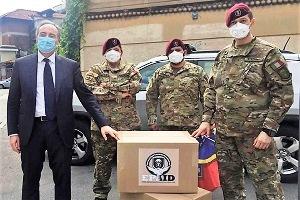 Paracadutisti accompagnati dall'Assessore Gallera donano DPI alle Forze dell'Ordine