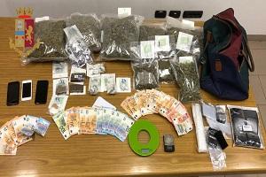 Spedivano la droga in taxi, arrestati