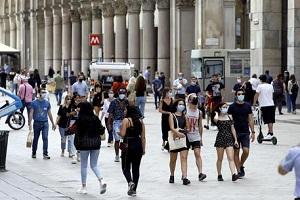 Calano i contagi, solo 25 a Milano