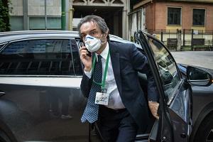 Scorta a Fontana per le minacce dei CARC che però potranno manifestare sotto il suo ufficio