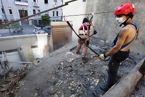 Centrodestra furioso per gli abusi edilizi degli autonomi del Lambretta