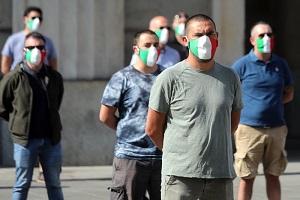 In piazza XXV aprile manifestazione delle Mascherine Tricolore