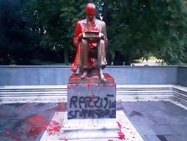 Imbrattata la statua di Montanelli, non era stata prevista nessuna sorveglianza