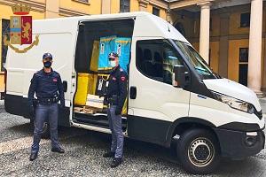 Ruba furgone a un corriere, arrestato