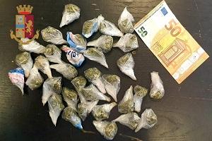 Gambiano arrestato per droga Arrestato mentre confezionava marijuana in piazza Aspromonte