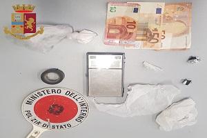 Gambiano arrestato dagli agenti cui tentava di vendere droga