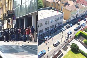 Continuano gli assembramenti fuori dai consolati di Marocco e Senegal