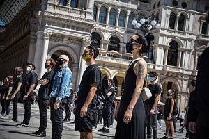 In Duomo protesta degli artisti per i lavoratori dello spettacolo