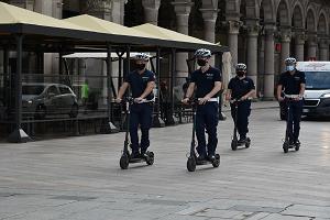 Al via il nuovo servizio in monopattino della Polizia locale