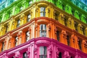 Fidanza (FdI): non si combatte la violenza con i condomini arcobaleno