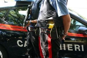 Arrestato rumeno con coltelli e minilanciafiamme