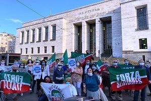 Flash Mob di Forza Italia davanti al Palazzo di Giustizia