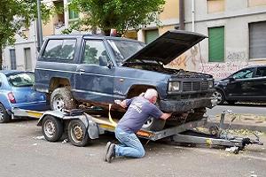 Controlli, denunce e rimozioni di auto in viale Aretusa