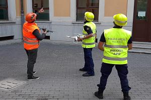 Ispezioni dei tetti delle scuole con i droni della Polizia locale
