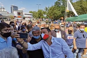 Figlio della Lucarelli identificato da la DIGOS dopo avere insultato Salvini