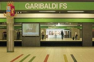 Controlli di Polizia alla Stazione Garibaldi Multate 4 persone sulla metro senza mascherina