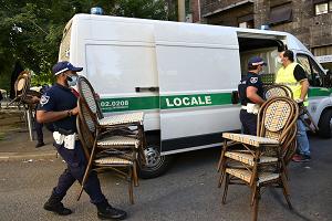 Tavoli, sedie e ombrelloni, sequestrati per occupazione abusiva ad un bar in via Pacini