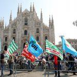 Manifestazione dei sindacati in Piazza Duomo