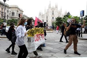 Scuola: corteo di protesta mascherato