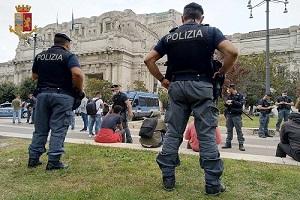 Gambiano rapina tunisina in Stazione Centrale Quattro arresti in stazione centrale