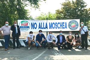Presidio di Forza Italia contro la moschea di via Novara