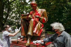 Perquisito studente per l'imbrattamento della statua di Montanelli