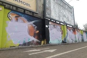 Imbrattati murales dedicati a medici