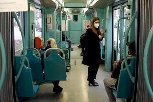 Passeggeri di bus e metro ridotti del 70%