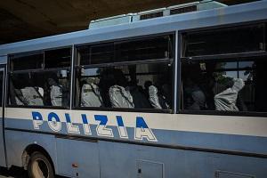 Senegalese aggredisce agenti al CAS di via Corelli