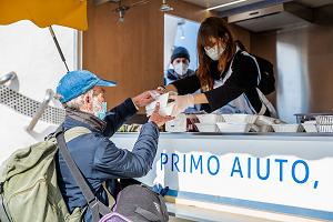 Cucina Mobile per distribuire pasti caldi ai senza dimora